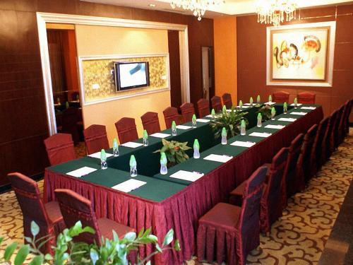 Отель Haixia Hotel Dongguan 4 звезды Китай