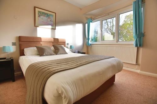 Stay at Best Western Plus Oaklands Hotel
