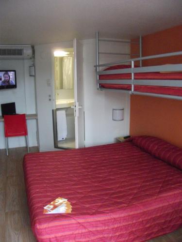 premiere classe bayonne h tel 3 rue chalibardon 64100 bayonne adresse horaire. Black Bedroom Furniture Sets. Home Design Ideas