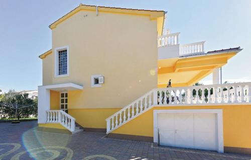 Three-Bedroom Apartment with Sea View in Sibenik