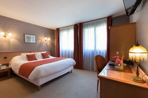 Отель Hotel De Clisson Saint Brieuc 3 звезды Франция