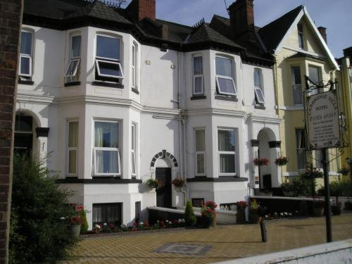 Photo of Cambridge Villa Hotel Bed and Breakfast Hotel Accommodation in Warwick Warwickshire