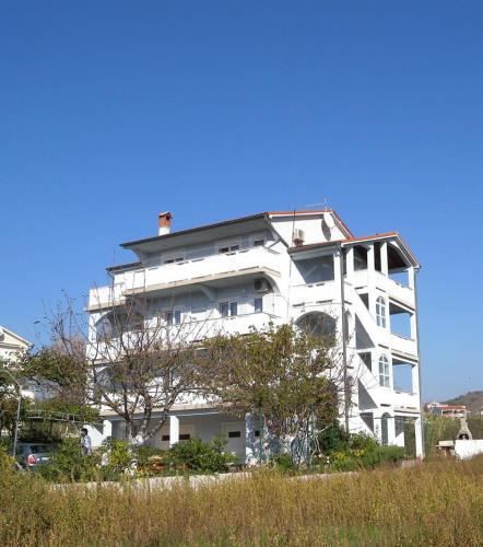 Three-Bedroom Apartment Lopar near Sea