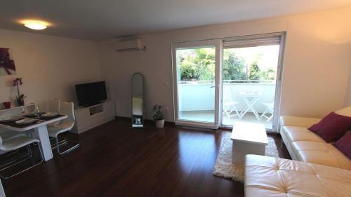 One-Bedroom Apartment in Malinska III