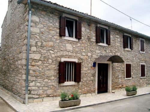 Two-Bedroom Apartment in Novigrad V