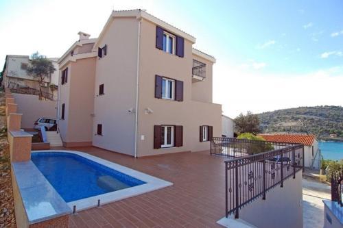 One-Bedroom Apartment in Sevid II