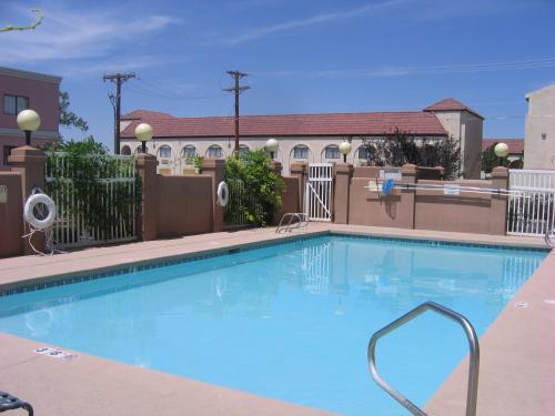 Hawthorn Inn And Suites Albuquerque
