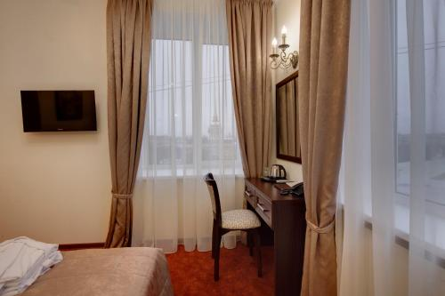 Stay at Hotel Solo Panorama Palace Square