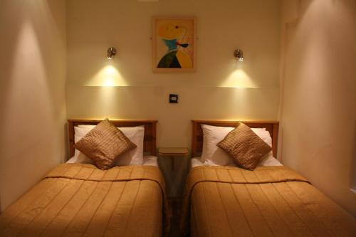 Harlingford Hotel picture 1 of 30