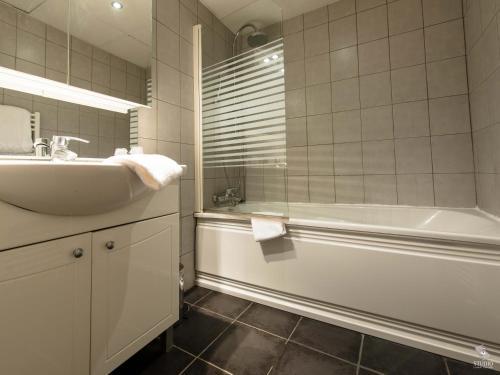 Hotel la basilique h tel 5 rue des halles place des for Horaire piscine epinal