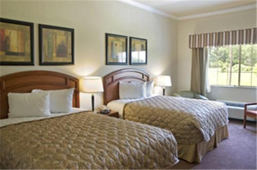 Best Western Inn & Suites Cleveland