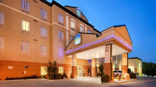 Best Western Plus Pembina Inn & Suites