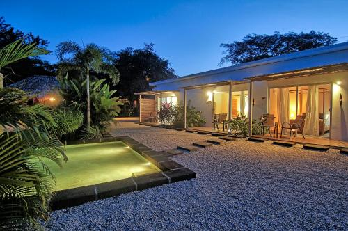 A-HOTEL.com - Les voiles Blanches, Bed and breakfast, Tamarindo ...