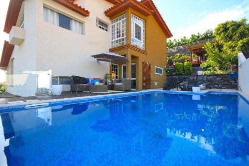 Glory Ocean villa by HR Madeira