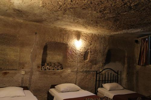 Bed in 4-Bed Cave Female Dormitory Room with Shared Bathroom and Toilet