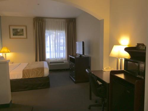 Comfort Suites Tulare