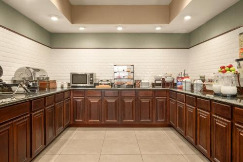 Country Inn & Suites By Carlson Lima Oh