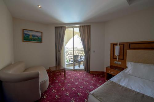 Standard Double or Twin Room with Side Seaview