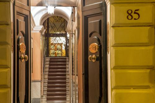 Отель The Inn at the Spanish Steps-Small Luxury Hotels