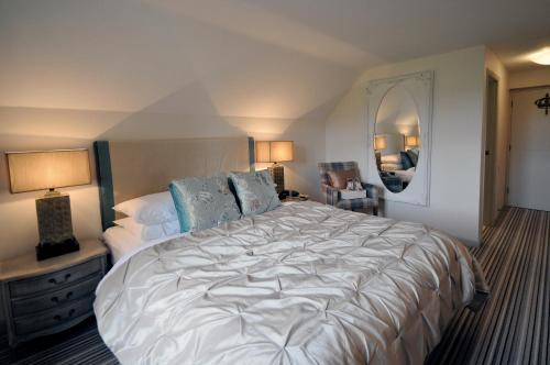 Photo of The Crown of Crucis Country Inn and Hotel Hotel Bed and Breakfast Accommodation in Cirencester Gloucestershire