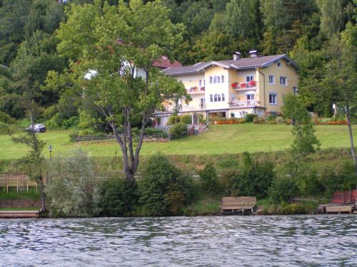 Ferienwohnungen Seeruhe - Großes Apartment mit 2 Schlafzimmern und einem Balkon