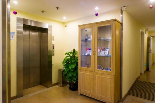 Отель Home Inn Shanghai Yangpu Bridge Longchang Road Metro Station 2 звезды Китай