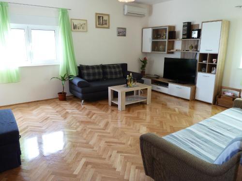 Spacious Apartment Ivica