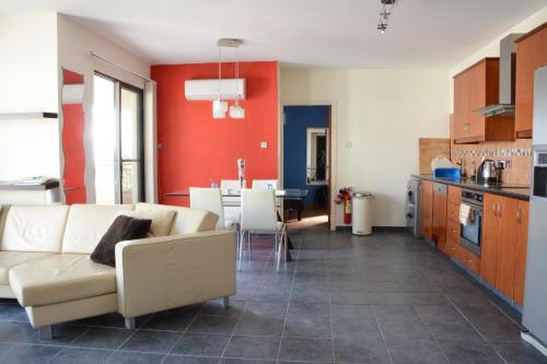 Oroklini Hills Apartment