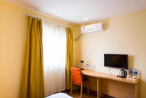 Отель Home Inn Shanghai Hongqiao Airport National Conference and Exhibition Centre Huqingping Road 2 звезды Китай
