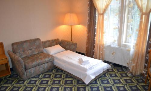 Doppelzimmer mit Zustellbett (Double Room with Extra Bed)