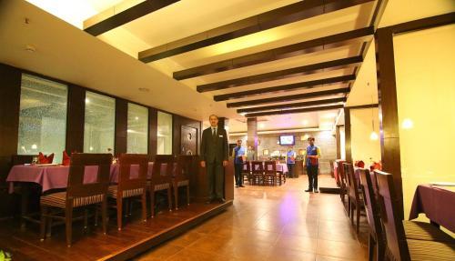 Отель STARiHOTELS NIT Faridabad 3 звезды Индия