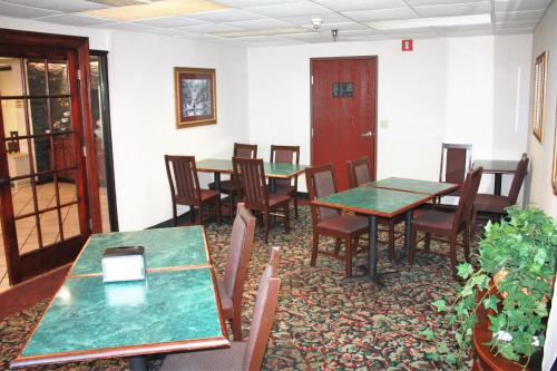 Baymont Inn And Suites Jonesboro