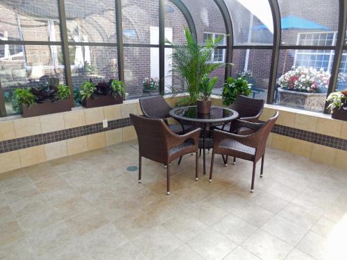 Restaurants Near Baymont Inn And Suites Des Moines Airport