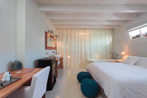 Comfort Double or Twin Room Jardí de Ses Bruixes Boutique Hotel 4