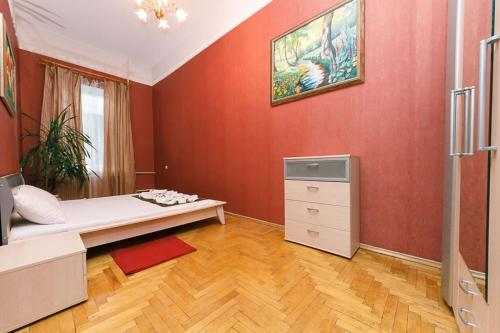 One-Bedroom Apartment - Pirogova St. 4