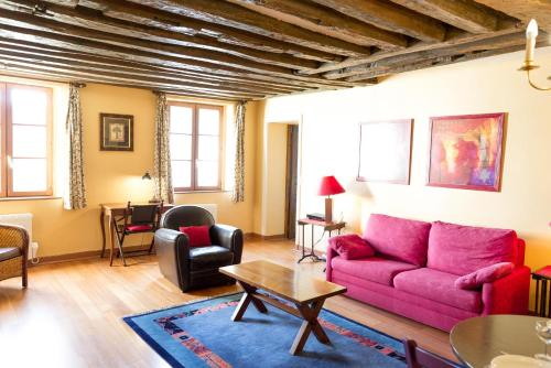 Classical and Peaceful Apartment in Le Marais - 0