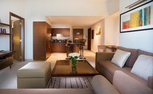 Grand Millennium Al Wahda Hotel Apartment photo 2