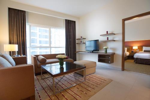 Grand Millennium Al Wahda Hotel Apartment photo 3