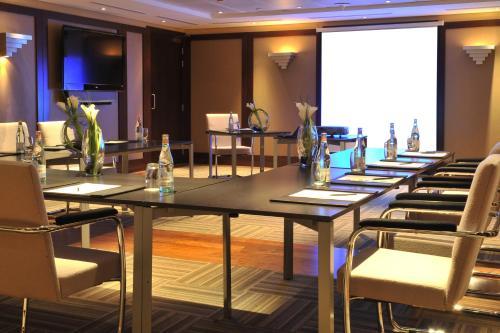 Grand Millennium Al Wahda Hotel Apartment photo 14