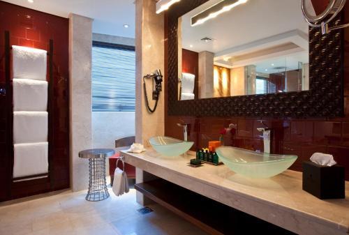 Grand Millennium Al Wahda Hotel Apartment photo 17