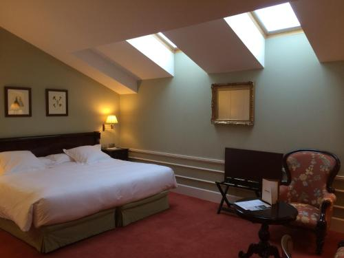 Deluxe Double Room (1 or 2 adults) Palacio Guendulain 6