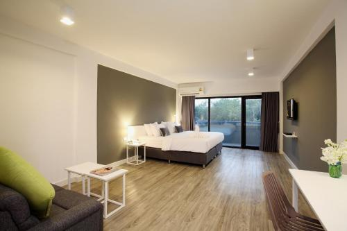 Deluxe Double Room with Balcony with One-Way airport Transfer