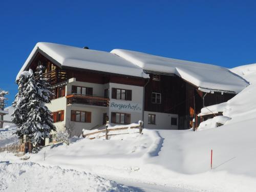 Familienbauernhof Burtscher - Apartment mit 2 Schlafzimmern und Balkon (2-5 Erwachsene)