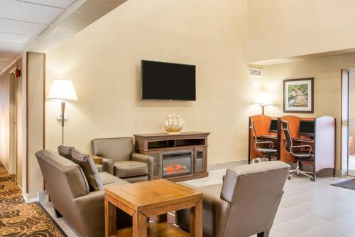 Book Now Mainstay Suites Milwaukee Airport Oak Creek United States Rooms Available