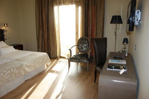Triple Room Villa Nazules Hípica Spa 3
