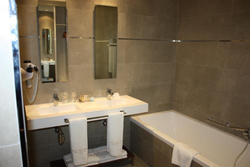 Triple Room Villa Nazules Hípica Spa 4