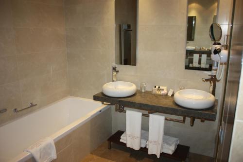 Twin Room Villa Nazules Hípica Spa 1