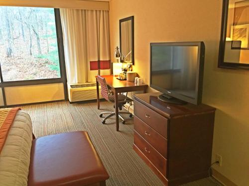 king room disability access - Windham Garden Inn