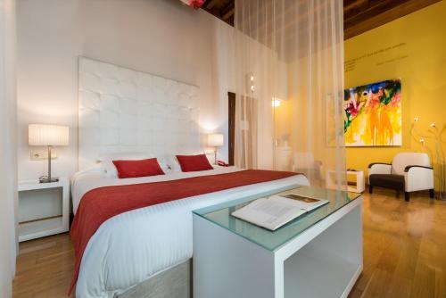 Habitación Doble Deluxe con bañera de hidromasaje  Gar Anat Hotel Boutique 2