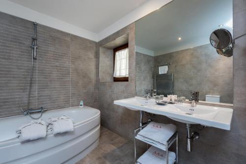 Double Room with Spa Bath Gar Anat Hotel Boutique 3
